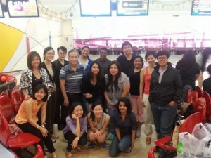 blog-volunteers-bond-at-iscos-bowling-night-300×225