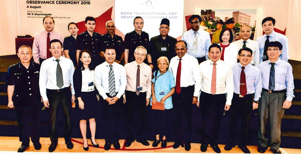 iscos-board-of-director-ms-joy-tan-receives-the-2016-mha-national-day-award-for-home-team-volunteers